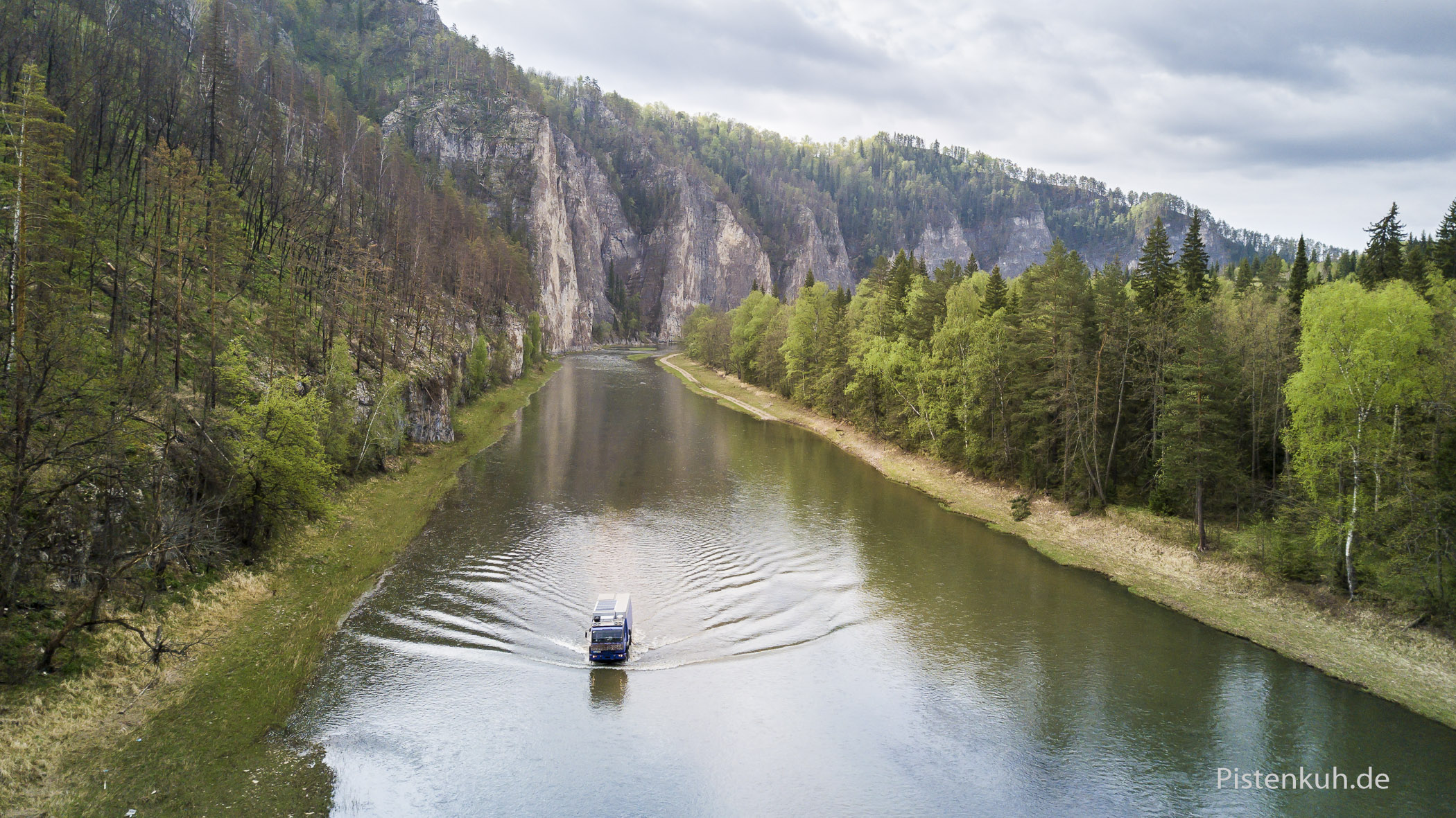 Flussdurchfahrten in Sibirien