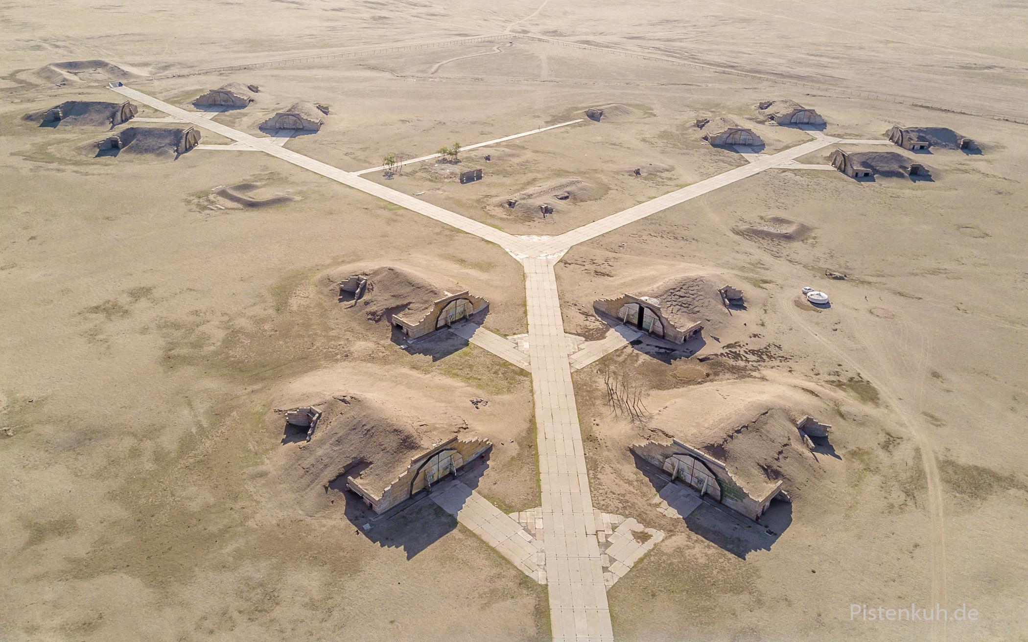 verlassene Mig21-Hangar in der ehemaligen Bayantal Airbase