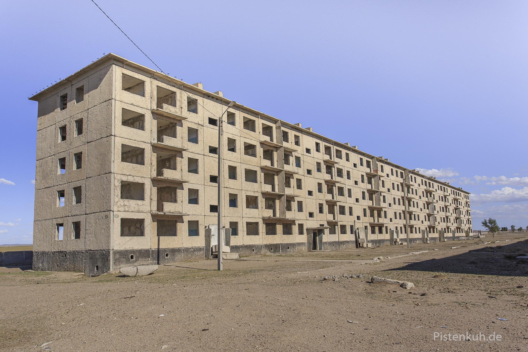 Nur kurze Zeit genutzt, die Wohnungen der Soldaten sind heute Ruinen
