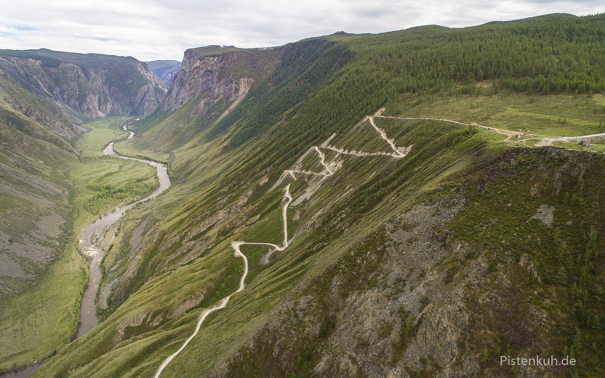 Blick auf die Serpentinen des Katy Yaryk Pass.