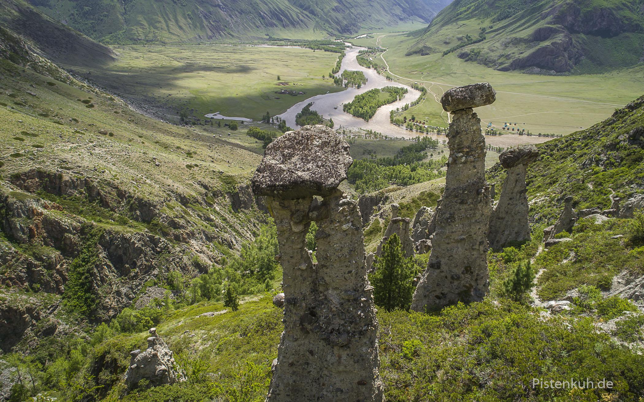 Steintürme, eine besondere Erosion, findet man im unteren Teil des Chulyshman Valley