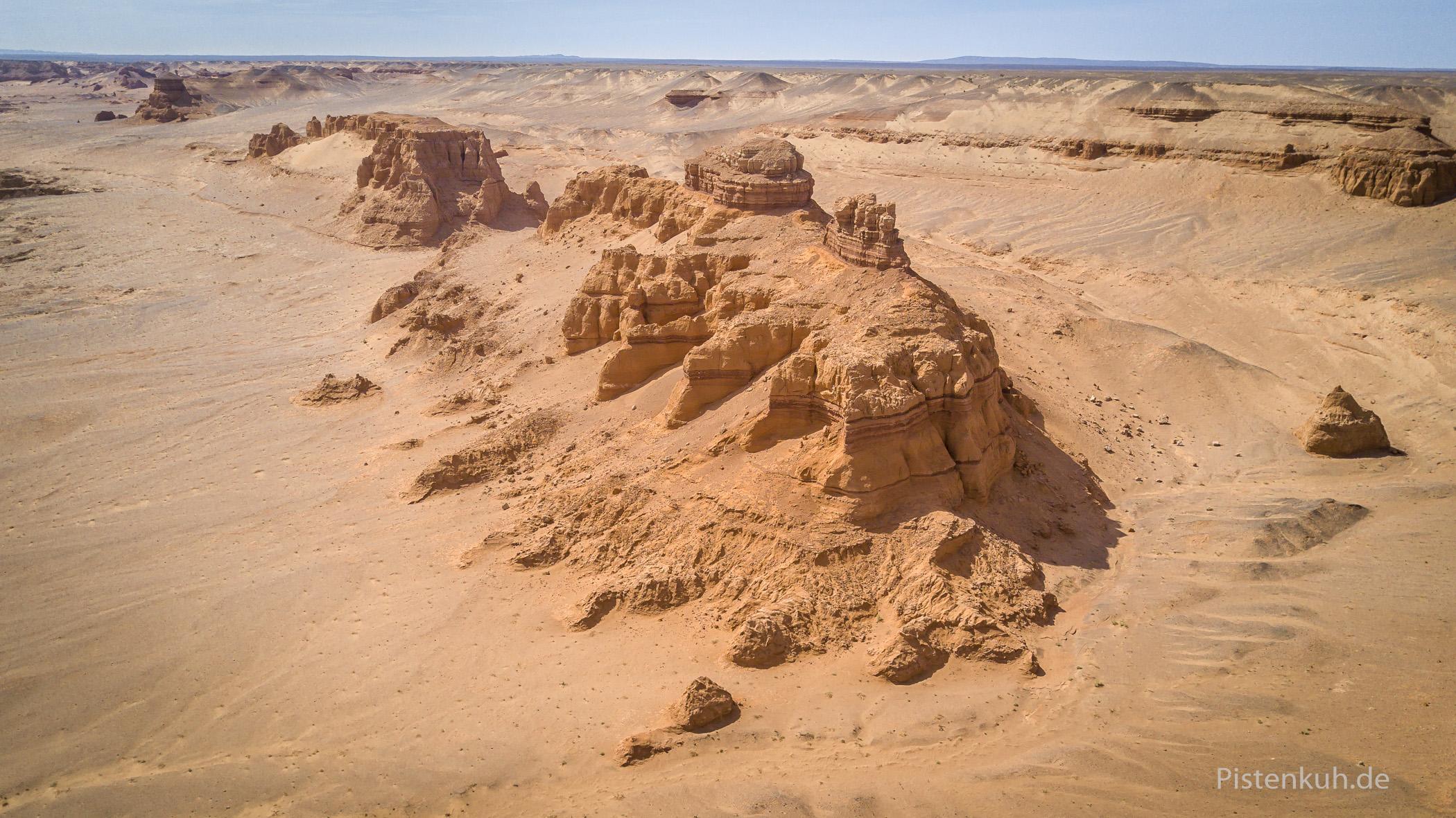 Rote Felsen im Wüstensand, Khermen Tsav