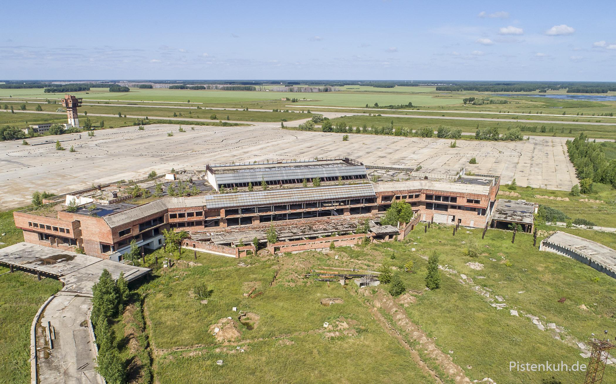 Das Abfertigungsgebäude des nie fertig gebauten Flughafens Fyodorovka.