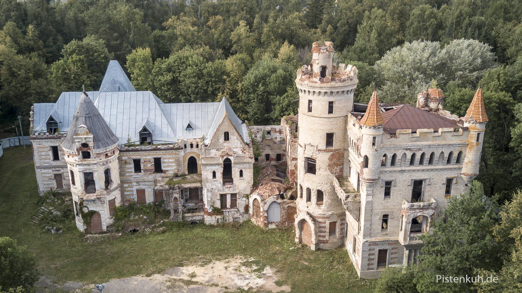 Die Ruine der Villa steht seit Jahrzehnten leer und verfällt.
