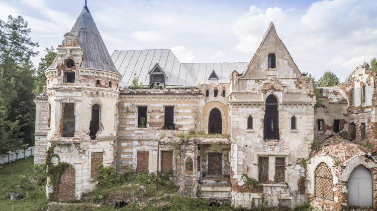 Verfallenes Schloss in Russland