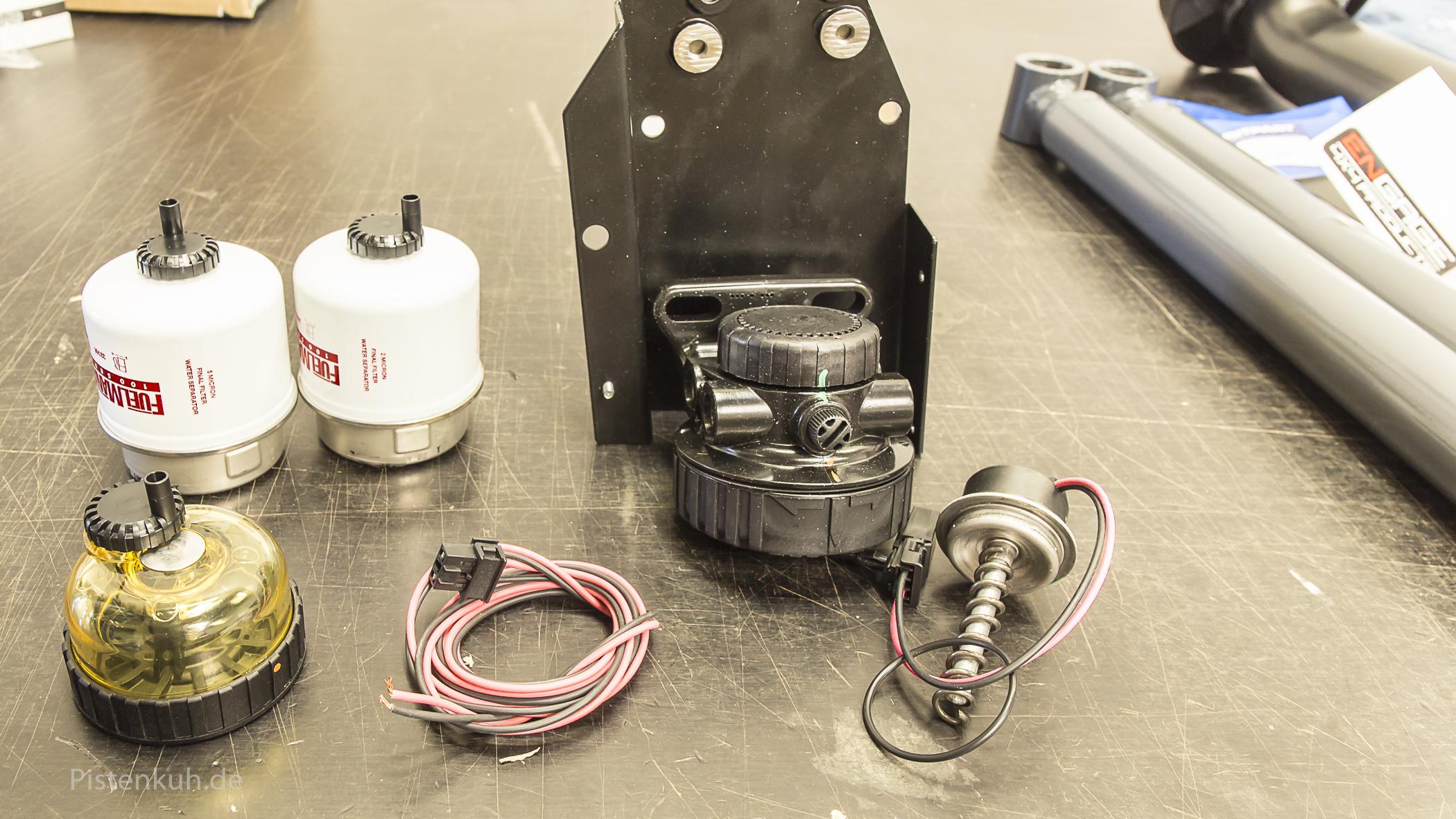 Montageplatte, Filterelemente, Heizelement und Wasserabscheider für optimale Kraftstofffilterung