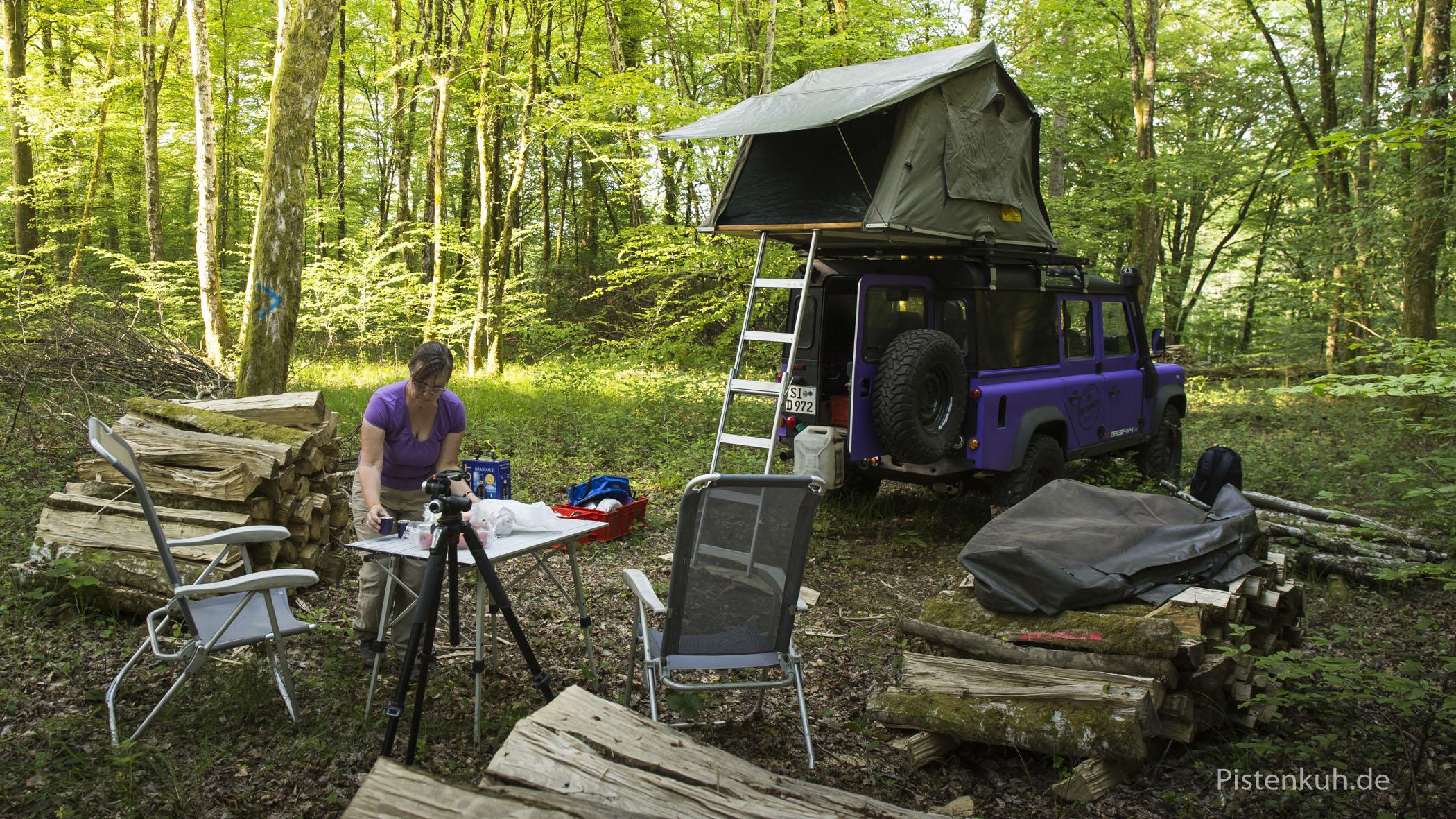 """""""Freies campen"""" im Wald."""