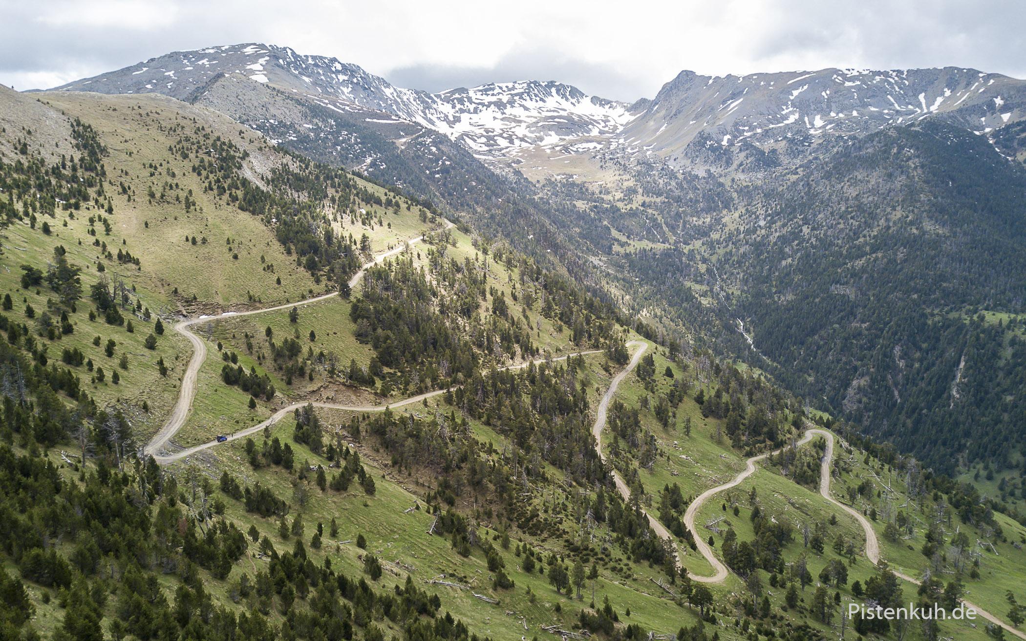 Der Weg ins Tal ist nach Regenfällen etwas rutschig.