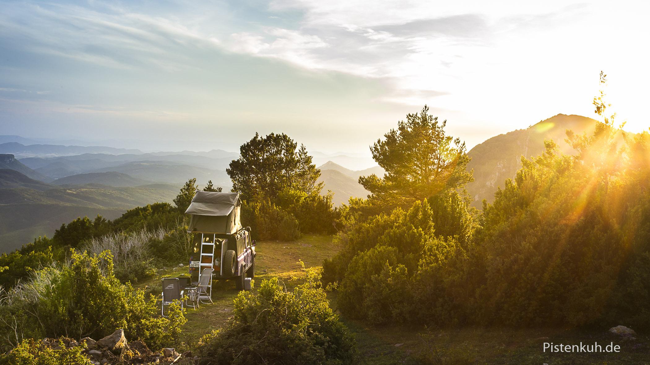 Morgensonne in den Bergen, man könnte einfach bleiben, doch reicht der Strom der Batterie?