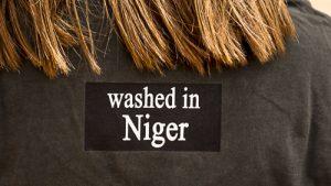 gewaschen im Niger, das Shirt für Abenteurer.