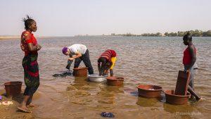 Waschtag am Niger, wir sind dabei.