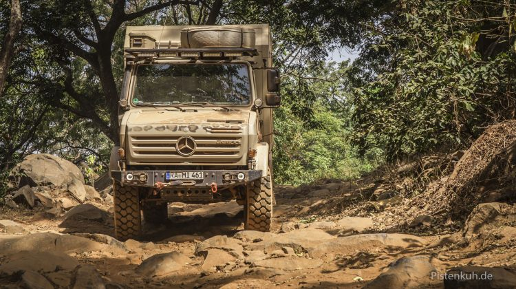 Offroad in Guinea mit Unimog