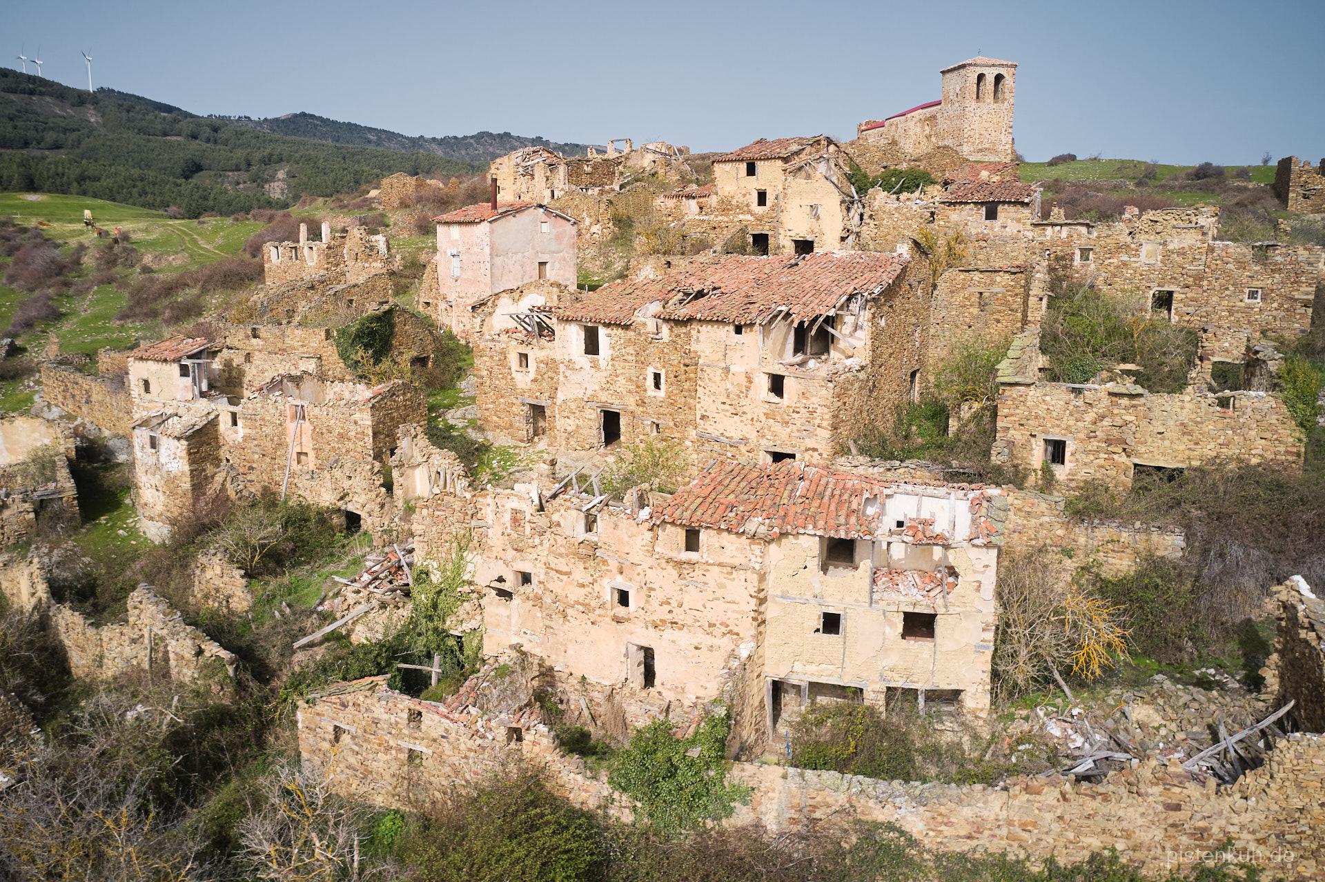 Der verlassene Ort La Santa im Norden Spaniens.
