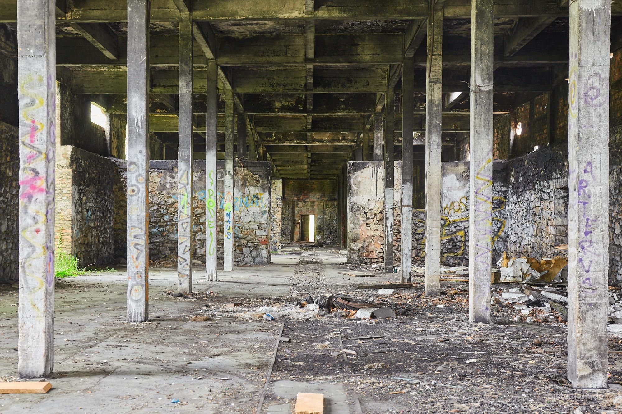 Maschinenhalle des Sägewerks