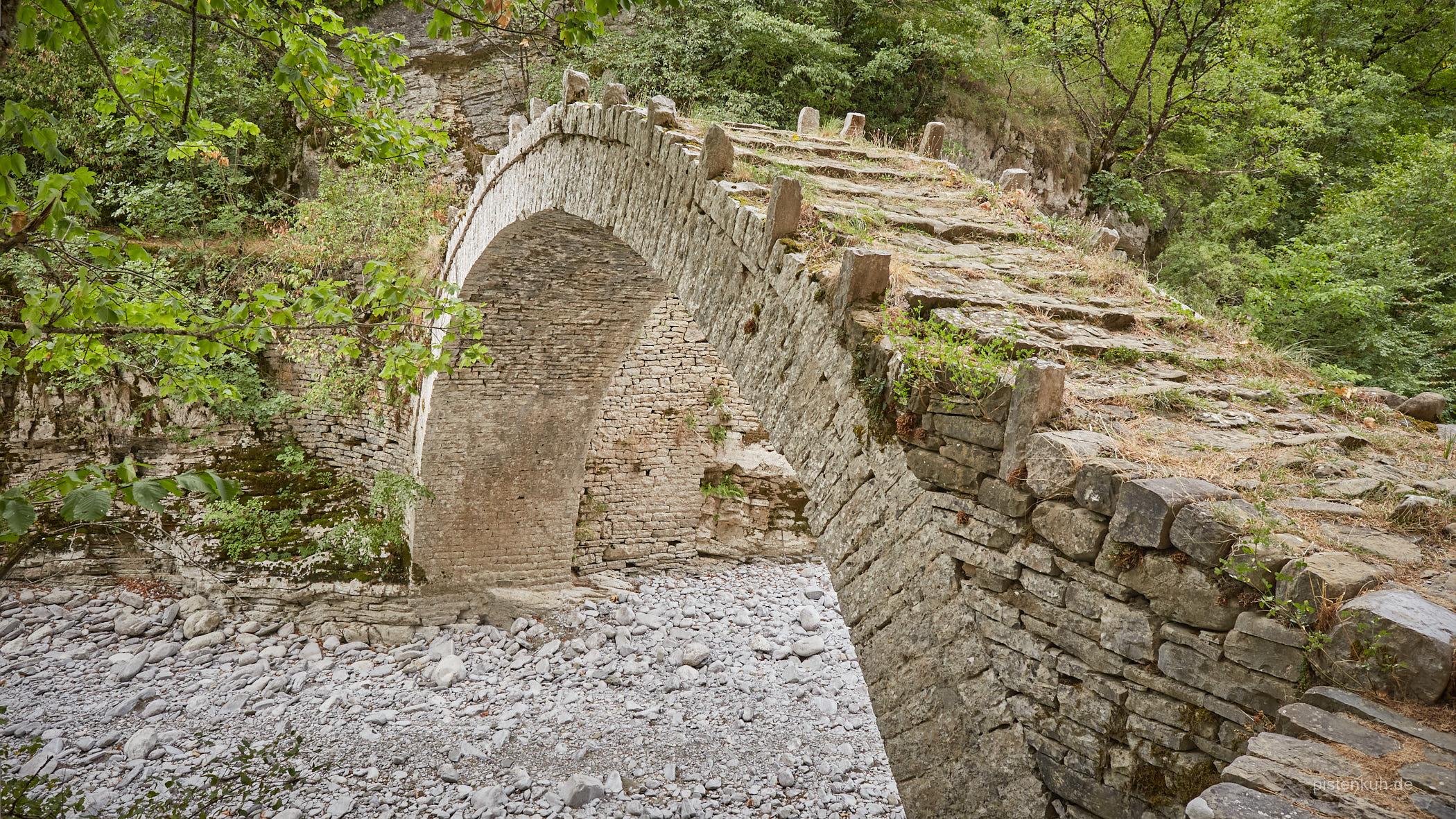 Alte historische Brücke