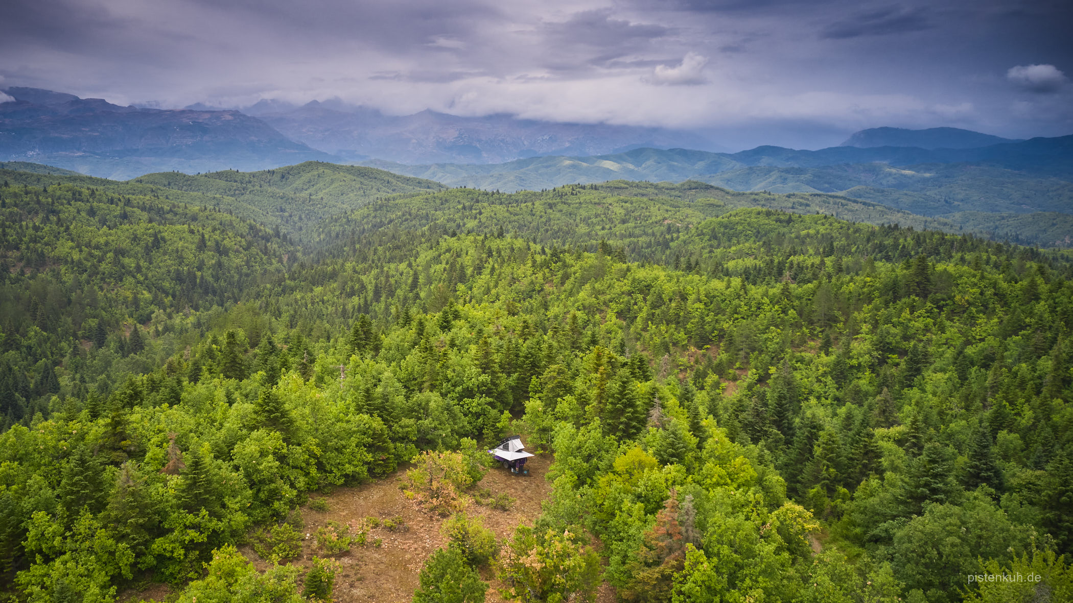 Freies stehen im Wald ist auf den waldreichen Höhen oft die einzige Möglichkeit die Nacht zu verbringen.